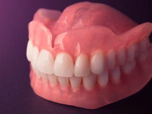 Set of traditional dentures